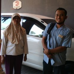 Foto Penyerahan Unit 1 Sales Marketing Mobil Daihatsu Ekak