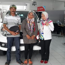 Foto Penyerahan Unit 1 Sales Marketing Mobil Dealer Daihatsu Tasikmalaya Lica
