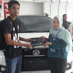 Foto Penyerahan Unit 11 Sales Marketing Mobil Dealer Daihatsu Tasikmalaya Lica