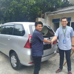 Foto Penyerahan Unit 17 Sales Marketing Mobil Daihatsu Yosa