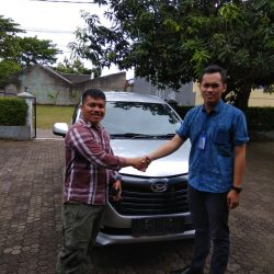 Foto Penyerahan Unit 19 Sales Marketing Mobil Daihatsu Yosa