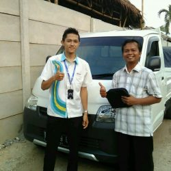 Foto Penyerahan Unit 2 Sales Marketing Mobil Dealer Daihatsu Bayu