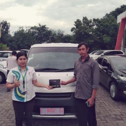 Foto Penyerahan Unit 2 Sales Marketing Mobil Dealer Daihatsu Kuningan Dika