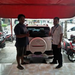 Foto Penyerahan Unit 2 Sales Marketing Mobil Dealer Daihatsu Purworejo Sigit