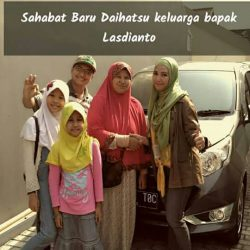 Foto Penyerahan Unit 2 Sales Marketing Mobil Dealer Daihatsu Senen WIWIN