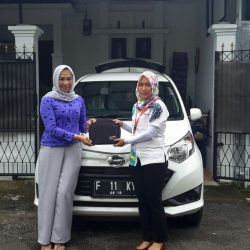 Foto Penyerahan Unit 2 Sales Marketing Mobil Dealer Daihatsu Tasikmalaya Lica