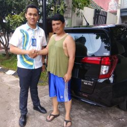 Foto Penyerahan Unit 21 Sales Marketing Mobil Daihatsu Yosa