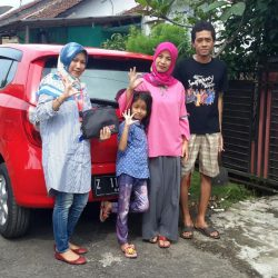 Foto Penyerahan Unit 3 Sales Marketing Mobil Dealer Daihatsu Tasikmalaya Lica