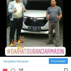 Foto Penyerahan Unit 3 Sales Marketing Mobil Dealer Daihatsu Zai