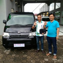 Foto Penyerahan Unit 4 Sales Marketing Mobil Dealer Daihatsu Jambi Rici