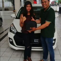 Foto Penyerahan Unit 4 Sales Marketing Mobil Dealer Daihatsu Martin