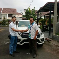 Foto Penyerahan Unit 4 Sales Marketing Mobil Dealer Daihatsu Pangandaran Feby