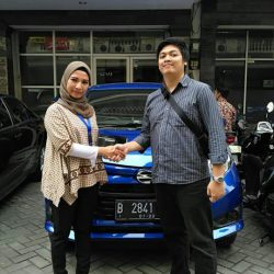 Foto Penyerahan Unit 4 Sales Marketing Mobil Dealer Daihatsu Senen WIWIN