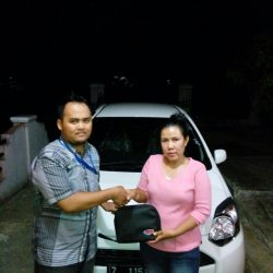 Foto Penyerahan Unit 5 Sales Marketing Mobil Dealer Daihatsu Pangandaran Feby