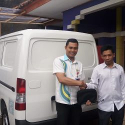 Foto Penyerahan Unit 6 Sales Marketing Mobil Dealer Daihatsu Martin