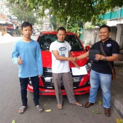 Foto Penyerahan Unit 6 Sales Marketing Mobil Dealer Daihatsu Palmerah Hendri