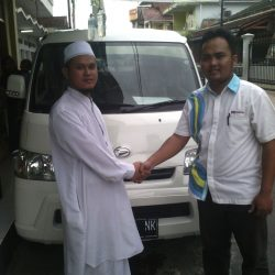 Foto Penyerahan Unit 6 Sales Marketing Mobil Dealer Daihatsu Pangandaran Feby