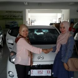 Foto Penyerahan Unit 6 Sales Marketing Mobil Dealer Daihatsu Tasikmalaya Lica