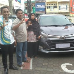 Foto Penyerahan Unit 7 Sales Marketing Mobil Dealer Daihatsu Jambi Rici