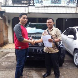 Foto Penyerahan Unit 7 Sales Marketing Mobil Dealer Daihatsu Palmerah Hendri