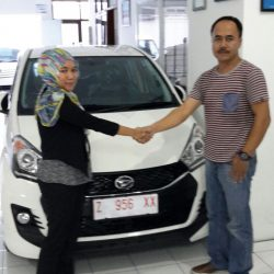 Foto Penyerahan Unit 7 Sales Marketing Mobil Dealer Daihatsu Tasikmalaya Lica