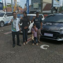 Foto Penyerahan Unit 8 Sales Marketing Mobil Dealer Daihatsu Jambi Rici
