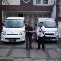 Foto Penyerahan Unit 8 Sales Marketing Mobil Dealer Daihatsu Palmerah Hendri