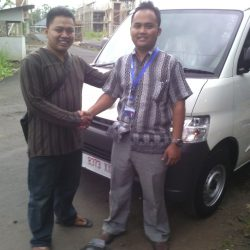 Foto Penyerahan Unit 9 Sales Marketing Mobil Dealer Daihatsu Pangandaran Feby