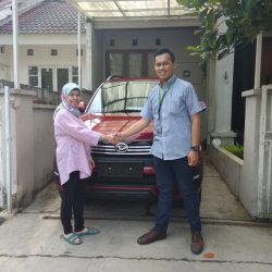 Foto Penyerahan Unit 10 Sales Marketing Mobil Dealer Daihatsu Yosa