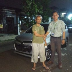 Foto Penyerahan Unit 11 Sales Marketing Mobil Dealer Daihatsu Yos