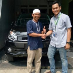 Foto Penyerahan Unit 12 Sales Marketing Mobil Dealer Daihatsu Yos