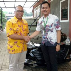 Foto Penyerahan Unit 13 Sales Marketing Mobil Dealer Daihatsu Yos