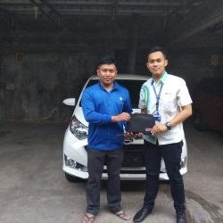 Foto Penyerahan Unit 14 Sales Marketing Mobil Dealer Daihatsu Yos