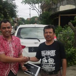 Foto Penyerahan Unit 2 Sales Marketing Mobil Dealer Daihatsu Tanjung Priok Yandri