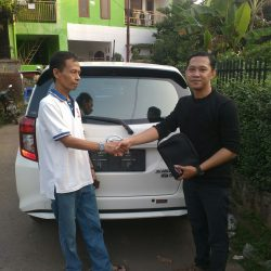 Foto Penyerahan Unit 3 Sales Marketing Mobil Daihatsu Dayat
