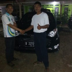 Foto Penyerahan Unit 4 Sales Marketing Mobil Daihatsu Dayat