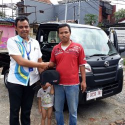 Foto Penyerahan Unit 4 Sales Marketing Mobil Dealer Daihatsu Tanjung Priok Yandri