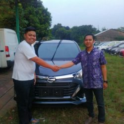 Foto Penyerahan Unit 5 Sales Marketing Mobil Daihatsu Dayat