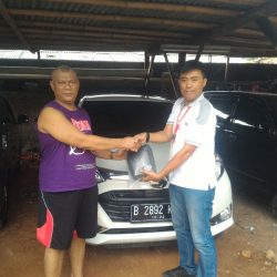 Foto Penyerahan Unit 5 Sales Marketing Mobil Dealer Daihatsu Tubagus