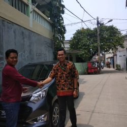 Foto Penyerahan Unit 5 Sales Marketing Mobil Dealer Daihatsu Yosa