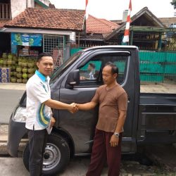 Foto Penyerahan Unit 6 Sales Marketing Mobil Daihatsu Dayat
