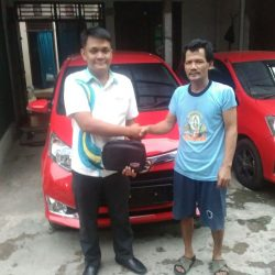 Foto Penyerahan Unit 6 Sales Marketing Mobil Dealer Daihatsu Shandy