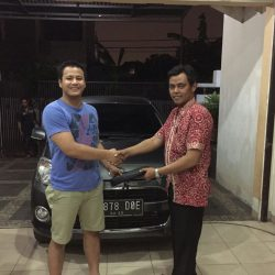 Foto Penyerahan Unit 6 Sales Marketing Mobil Dealer Daihatsu Tanjung Priok Yandri