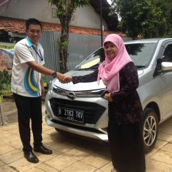 Foto Penyerahan Unit 7 Sales Marketing Mobil Dealer Daihatsu Tubagus