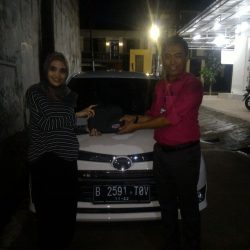 Foto Penyerahan Unit 9 Sales Marketing Mobil Dealer Daihatsu Tubagus