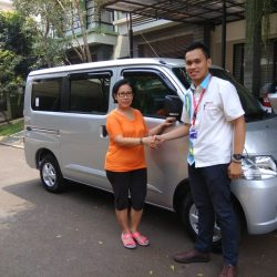 Foto Penyerahan Unit 9 Sales Marketing Mobil Dealer Daihatsu Yosa