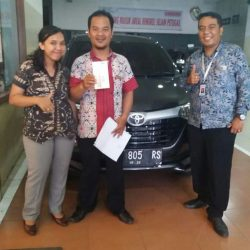 Foto Penyerahan Unit 7 Sales Marketing Mobil Dealer Toyota Jefri
