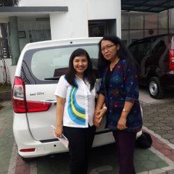 Foto Penyerahan Unit 1 Sales Marketing Mobil Dealer Daihatsu Cimahi Peby