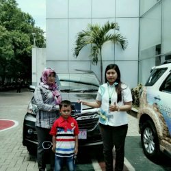 Foto Penyerahan Unit 1 Sales Marketing Mobil Dealer Daihatsu Kuningan Dika