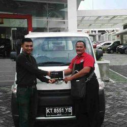 Foto Penyerahan Unit 1 Sales Marketing Mobil Dealer Daihatsu Penajam Idrus